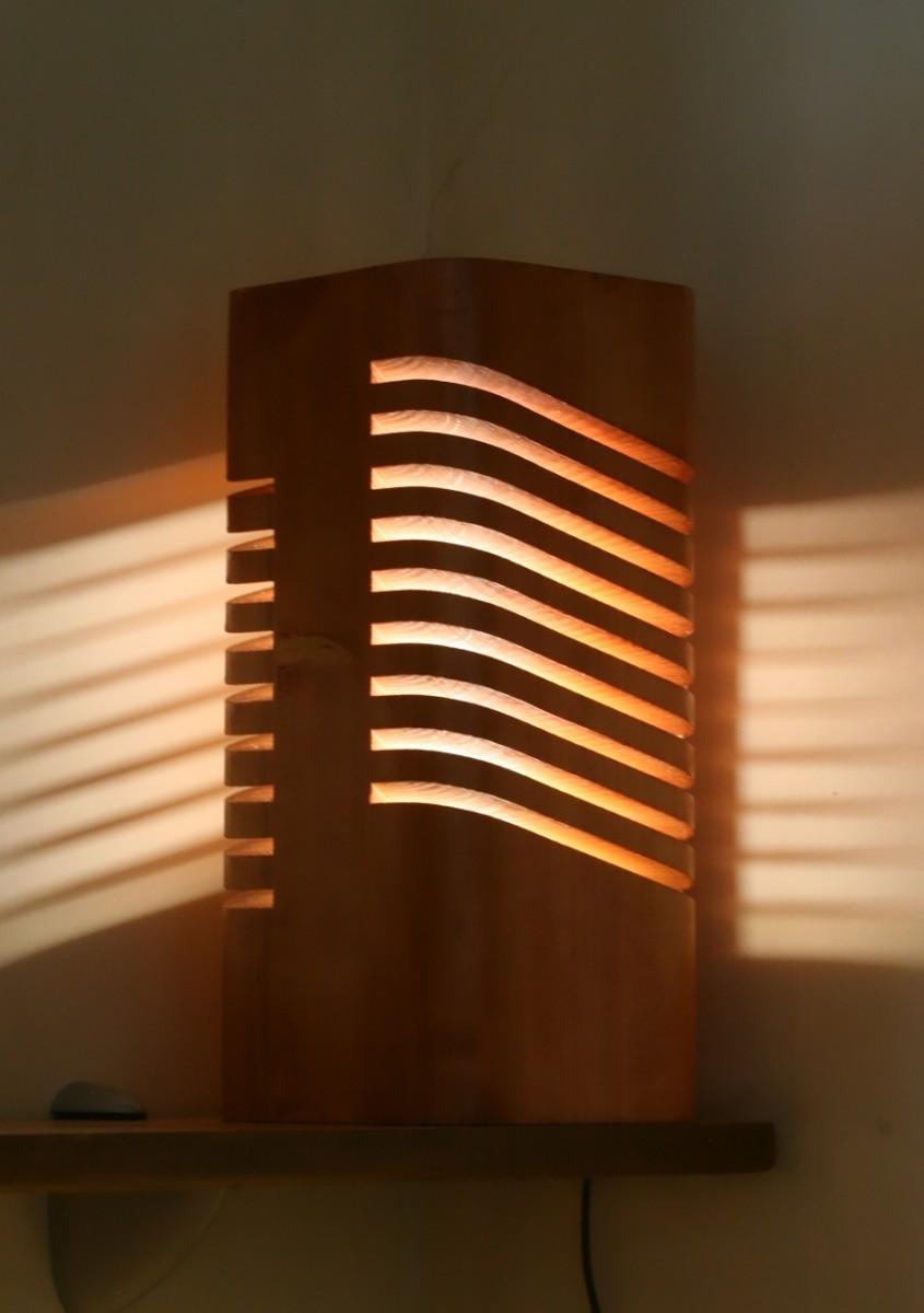"""Светильник из массива дерева (световая колонна) """"Махогон"""""""